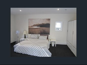 EasyRoommate AU - 3 x massive rooms rent right in the CBD, Geelong - $270 pw