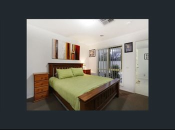 EasyRoommate AU - Master bed room - 15 Mins only walk to Monash Clayton and Clayton station, Forest Hill - $240 pw
