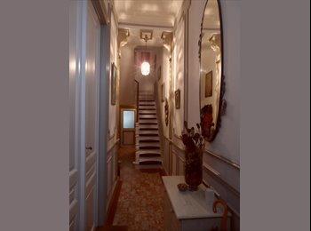 Appartager BE - Chalet citadin.Une grande chambre à Jette avec WC, douche, cuisine, Jette - 600 € pm