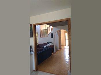EasyRoommate CA - MASTER bedroom, inner city Calgary, Culdesac,Vista Heights, Calgary - $550 pcm