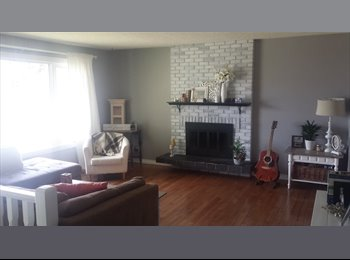 EasyRoommate CA - Spacious House in Perfect Location, looking to rent 1 room, Edmonton - $650 pcm