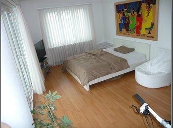 EasyWG CH - 1 Zimmer mit Balkon, Zürich - 800 CHF / Mois