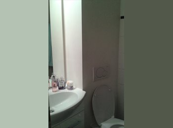 EasyWG CH - URGENT: Single room with private bathroom.  (Contract with University housing), Genève - 1 050 CHF / Mois
