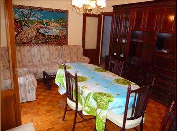 EasyPiso ES - Habitación - Zona Avda. Pirineos, Huesca - 170 € por mes