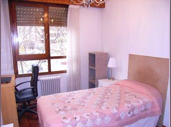 EasyPiso ES - Habitacion chica septiembre a diciembre 2017, Pamplona - 240 € por mes