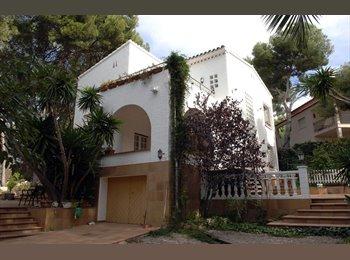 EasyPiso ES - Chalet tranquilo y cerca del mar, Tarragona - 350 € por mes