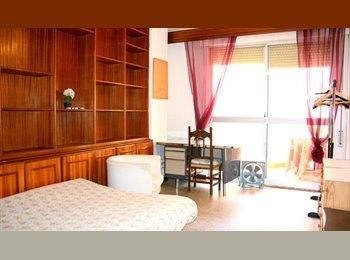 EasyPiso ES - OFERTA VERANO 2017!  habitación con balcón en centro-Florida!, Sevilla - 280 € por mes