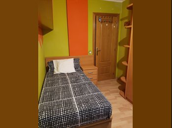 EasyPiso ES - Alquiler de habitación en calle de l'artesania, Nou Barris - 300 € por mes