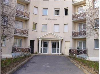 Appartager FR - F2 à partager pour 2 étudiantes, Margny-lès-Compiègne - 350 € /Mois