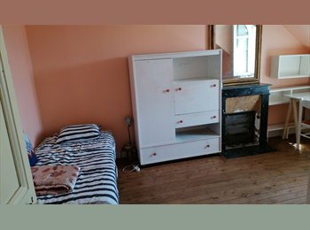 Appartager FR - PROPOSE COLLOCATION, Nantes - 300 € /Mois