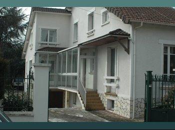 Appartager FR - Grande maison 1 chambre disponible le 22 avril, Bezons - 530 € /Mois