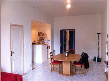 Appartager FR - colocation spacieuse, Toulon - 370 € /Mois