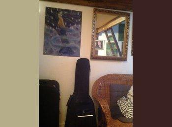 Appartager FR - Propose colocation studio 25m2 avec mezanine, 11ème Arrondissement - 250 € /Mois