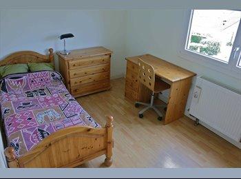 Appartager FR - Deux chambres au calme en location dans un agréable pavillon  avec Jardin à Torcy 77200, Marne la v, Noisiel - 470 € /Mois