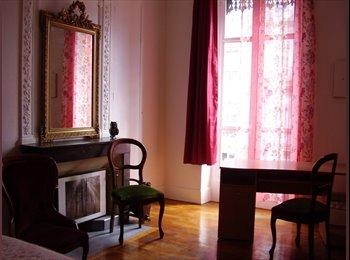 Appartager FR - loue  jolie chambre 25m²  claire,   meublée en hyper centre, , Grenoble - 620 € /Mois