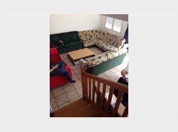 Appartager FR - colocation à trois dans une maison, Brest - 350 € /Mois