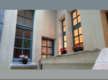 Appartager FR -  très belle chambre meublée dans colocation à 2  Centre Ville, Nîmes - 470 € /Mois