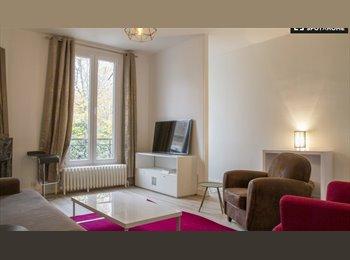 Appartager FR - Chambre avec SDB privé dans maison à 5 min à pied du RER A Nanterre-Ville, Nanterre - 700 € /Mois