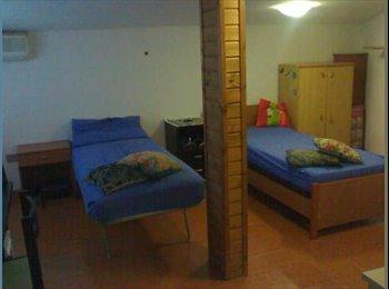 EasyStanza IT - Affitto posto letto in doppia zona is mirrionis - Università, Cagliari - € 150 al mese