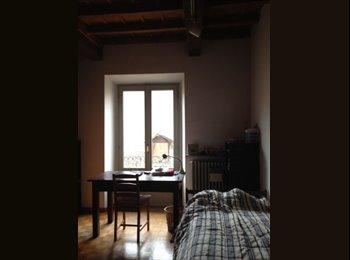 EasyStanza IT - AMPIA CAMERA DOPPIA IN CASA BEN ATTREZZATA  DI FRONTE ALL'UNIVERSITÀ', Pavia - € 415 al mese