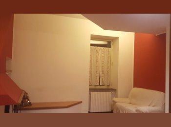 EasyStanza IT - Camera in Palazzo Storico, Napoli - € 400 al mese