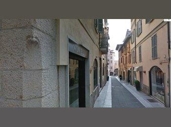 EasyStanza IT - Affittasi Pavia Centro: camera singola da Agosto2017, Pavia - € 300 al mese