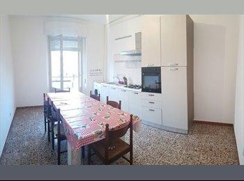 EasyStanza IT - camera doppia e singola affittansi , Cagliari - € 300 al mese