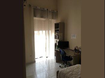 EasyStanza IT - Stanza singola in appartamento , Napoli - € 294 al mese