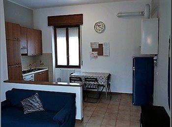 EasyStanza IT - appartamento in condivisione o singolo, Carugate - € 300 al mese