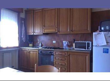 EasyStanza IT - Affitto ampia camera doppia a Padova, Padova - € 460 al mese