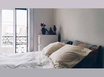 EasyQuarto PT - Bright Bedroom with little balcony, Lisboa - 350 € Por mês