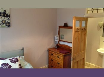EasyRoommate UK - Super  double room (single occupancy) central Rugby, Rugby - £440 pcm