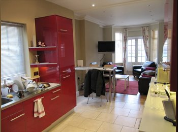 EasyRoommate UK - Super double  room (single occupancy) central Rugby, Rugby - £430 pcm