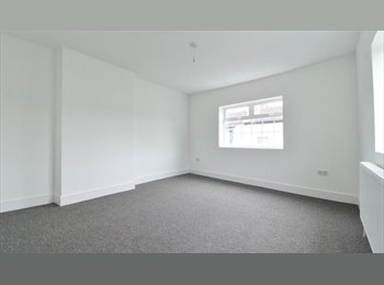 EasyRoommate UK - QUIET VERY SPACIOUS  HOUSE,  EXTREMELY LARGE BEDROOM , , Southsea - £440 pcm