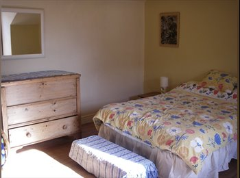 EasyRoommate UK - Spacious furnished attic room in Victorian house, New Basford - £375 pcm