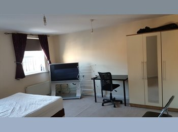 EasyRoommate UK - Double & En suite rooms from £100 per week incl all bills, Rugby - £430 pcm