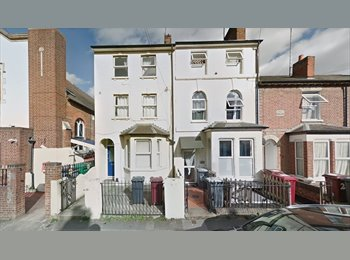 EasyRoommate UK - A spacious sinlge room near the town centre, Reading - £380 pcm
