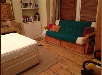 EasyRoommate UK - Large beautiful room in a 4bedroom House, Leytonstone - £500 pcm