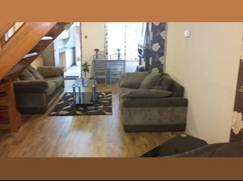EasyRoommate UK - Last 1 room left.., Stoke Aldermoor - £380 pcm