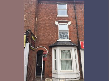 EasyRoommate UK - Large Double Rooms Close to City Centre , Carrington - £389 pcm