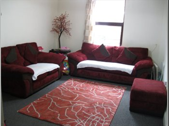 EasyRoommate UK - VERY CHEAP  DOUBLE BEDROOM, CENTRE OF TOWN CENTRE., Cheltenham - £350 pcm