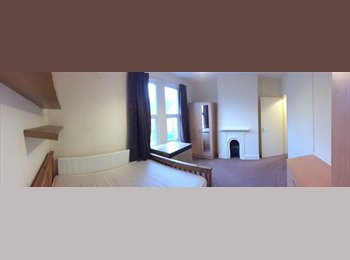 EasyRoommate UK - SHORT TERM AVAIL - COUPLES WELCOME , Clay Hill - £450 pcm