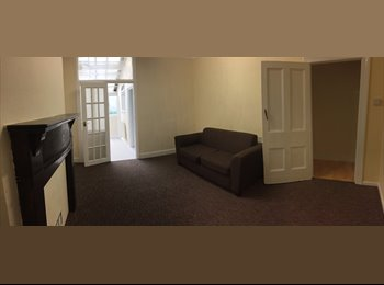 EasyRoommate UK - ONE MASSIVE ROOM LEFT  COUPLES WELCOME, Baptiste Mills - £550 pcm
