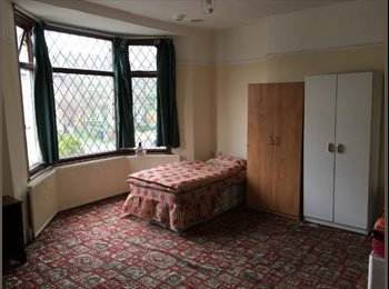 EasyRoommate UK - Room to share with a MAN in Leytonstone, 116, Leytonstone - £390 pcm
