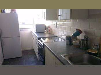 EasyRoommate UK - A large double room with 52, Glasgow - £325 pcm