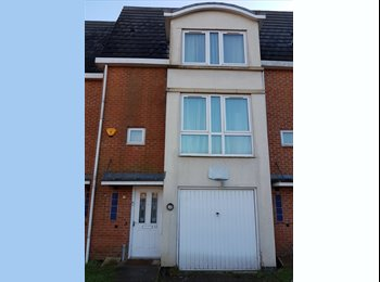 EasyRoommate UK - Double bedroom - Quiet house - Private gated area - Arnold Road, Bestwood - £400 pcm