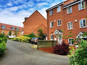 EasyRoommate UK - Room in family house, Stoke Aldermoor - £360 pcm