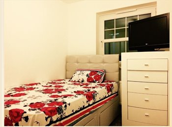 EasyRoommate UK - Room in centre/east end flat for those in need., Glasgow - £350 pcm