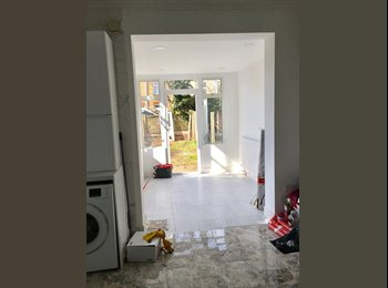 EasyRoommate UK -  New Refurb House Share in Westcliff-on-Sea, Southend-on-Sea - £500 pcm