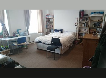 EasyRoommate UK - Huge Double Room 5 mins from Kings Cross Station, Barnsbury - £900 pcm